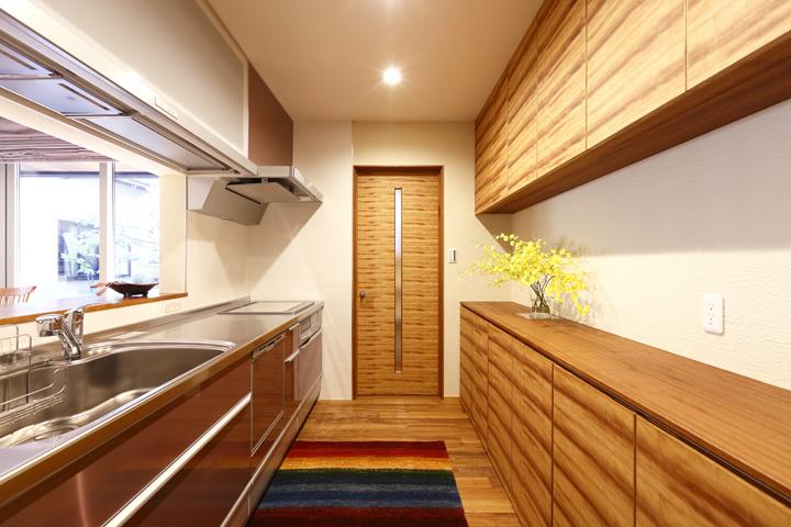 キッチンのカウンター棚