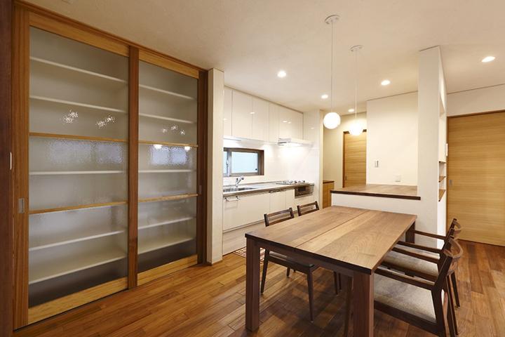 オリジナルな食器棚