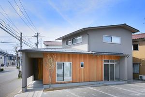 金沢市大通りに面した静かな家